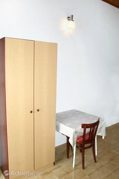 Mandre, Dining room in the studio-apartment, (pet friendly) and WiFi.