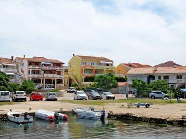 Kustići, Pag, Obiekt 4104 - Apartamenty przy morzu ze żwirową plażą.