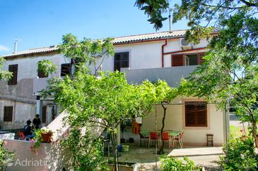Mandre, Pag, Property 4105 - Apartments by the sea.