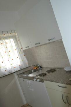 Stara Novalja, Kuchyně v ubytování typu studio-apartment, domácí mazlíčci povoleni a WiFi.