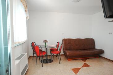 Caska, Jídelna v ubytování typu apartment, s klimatizací a WiFi.