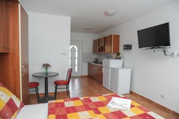 Caska, Sufragerie în unitate de cazare tip studio-apartment, WiFi.