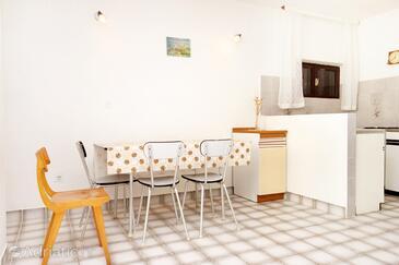 Stara Novalja, Jídelna v ubytování typu apartment, domácí mazlíčci povoleni.