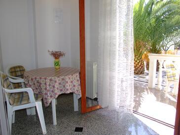 Mandre, Dining room in the studio-apartment, dopusteni kucni ljubimci.