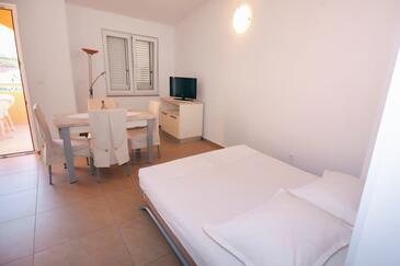 Metajna, Dining room in the apartment, dostupna klima, dopusteni kucni ljubimci i WIFI.