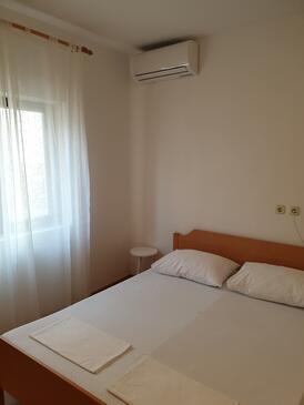Metajna, Ložnice v ubytování typu room, s klimatizací, domácí mazlíčci povoleni a WiFi.