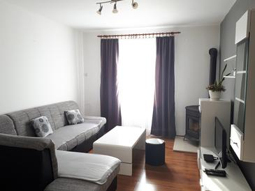 Metajna, Living room in the apartment, air condition available and WiFi.