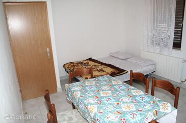 Stara Novalja, Dining room in the apartment, dostupna klima i dopusteni kucni ljubimci.