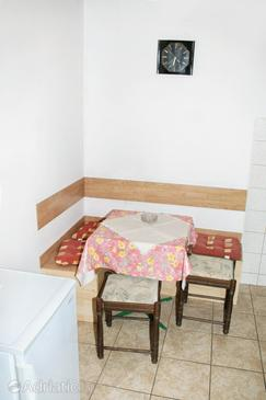 Smokvica, Dining room in the studio-apartment, air condition available and WiFi.