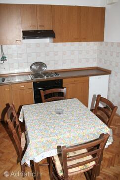 Vlašići, Dining room in the apartment.