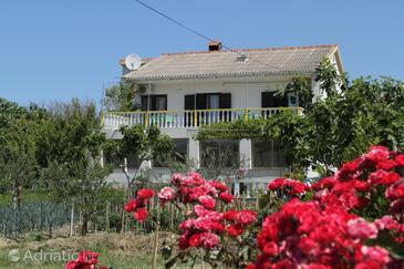 Vlašići, Pag, Property 4148 - Apartments with sandy beach.