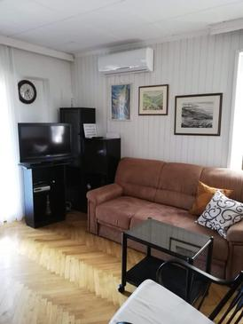 Kornić, Living room in the apartment, air condition available, (pet friendly) and WiFi.