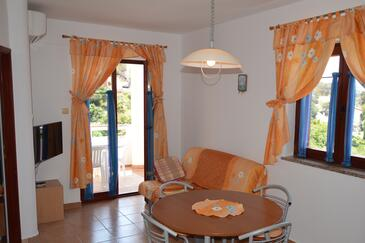 Jakišnica, Dining room in the apartment, air condition available, (pet friendly) and WiFi.