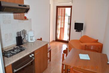 Jakišnica, Blagovaonica u smještaju tipa apartment, dostupna klima, kućni ljubimci dozvoljeni i WiFi.