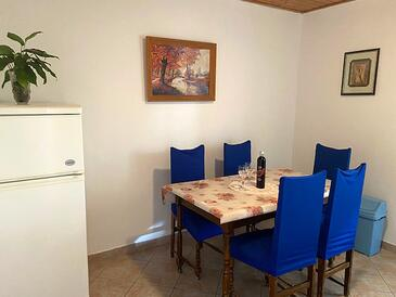 Metajna, Dining room in the apartment, (pet friendly) and WiFi.