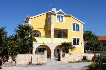 Ražine, Šibenik, Объект 4166 - Апартаменты с галечным пляжем.