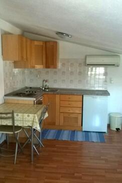 Vodice, Kuchnia w zakwaterowaniu typu studio-apartment, dostupna klima i WIFI.