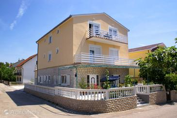 Vodice, Vodice, Hébergement 4172 - Appartement avec une plage de galets.