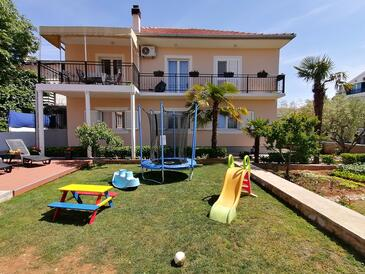 Vodice, Vodice, Объект 4181 - Апартаменты с галечным пляжем.