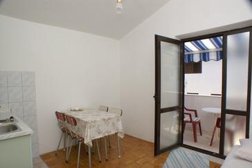 Rogoznica, Jedáleň v ubytovacej jednotke apartment, dostupna klima i WIFI.