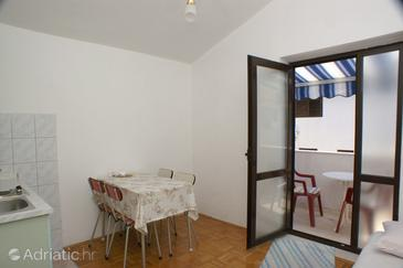 Rogoznica, Dining room in the apartment, dostupna klima i WIFI.