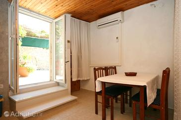 Bilo, Dining room in the studio-apartment, air condition available and WiFi.
