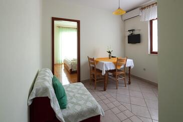 Bilo, Dining room in the apartment, dostupna klima, dopusteni kucni ljubimci i WIFI.