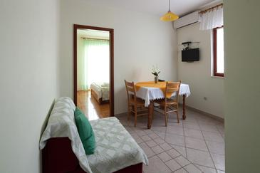 Bilo, Dining room in the apartment, air condition available, (pet friendly) and WiFi.