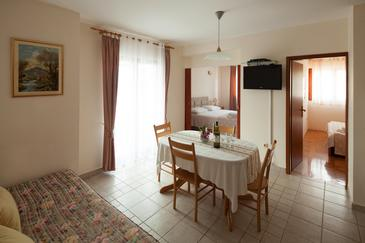 Bilo, Jídelna v ubytování typu apartment, dostupna klima, dopusteni kucni ljubimci i WIFI.