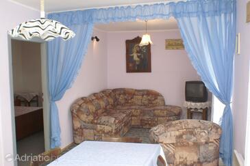 Vodice, Dnevni boravak u smještaju tipa apartment, dostupna klima i WiFi.