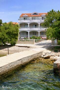 Brodarica, Šibenik, Objekt 4195 - Ubytování v blízkosti moře s oblázkovou pláží.