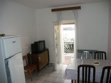 Brodarica, Dining room in the apartment.