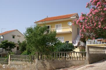 Grebaštica, Šibenik, Объект 4207 - Апартаменты вблизи моря с галечным пляжем.