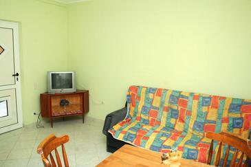 Vodice, Obývací pokoj v ubytování typu apartment, domácí mazlíčci povoleni a WiFi.