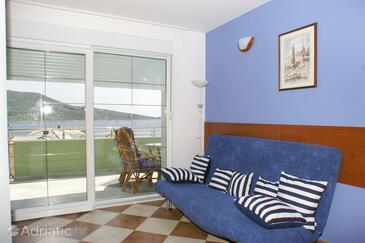 Primošten, Living room in the apartment, dostupna klima i WIFI.