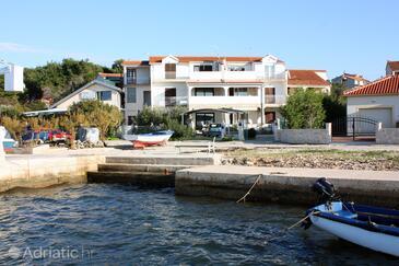 Brodarica, Šibenik, Objekt 4217 - Apartmaji v bližini morja s prodnato plažo.