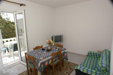 Zablaće, Dining room in the apartment, air condition available, (pet friendly) and WiFi.