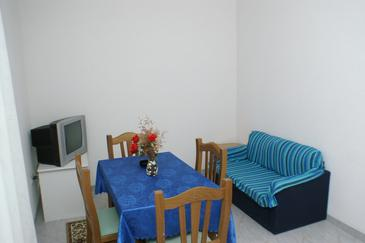 Zablaće, Jídelna v ubytování typu apartment, s klimatizací, domácí mazlíčci povoleni a WiFi.
