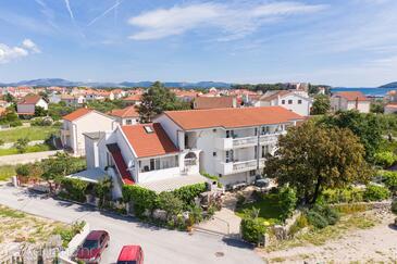 Zablaće, Šibenik, Property 4219 - Apartments with pebble beach.
