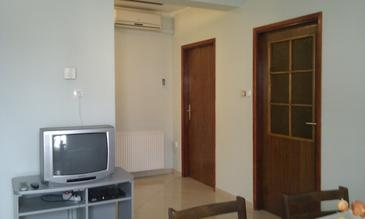 Brodarica, Dining room in the apartment, air condition available, (pet friendly) and WiFi.