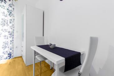 Vodice, Dining room in the studio-apartment, WiFi.