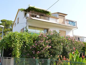 Vodice, Vodice, Property 4233 - Apartments near sea with pebble beach.