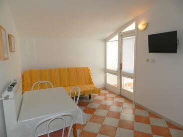 Vodice, Dining room in the apartment, dostupna klima i WIFI.