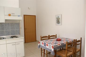 Vodice, Dining room in the apartment, dostupna klima, dopusteni kucni ljubimci i WIFI.