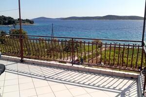 Apartmani uz more Šepurine (Prvić) - 4238