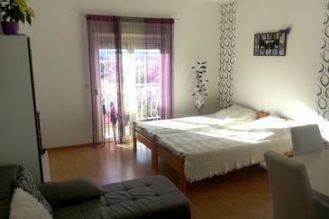 Brodarica, Living room in the apartment, dostupna klima, dopusteni kucni ljubimci i WIFI.