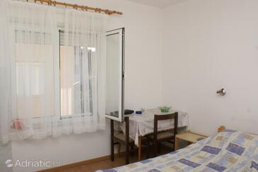 Brodarica, Jídelna v ubytování typu studio-apartment, s klimatizací, domácí mazlíčci povoleni a WiFi.