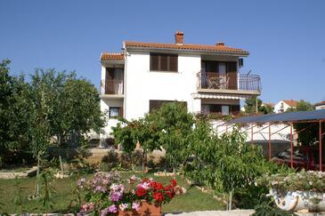 Brodarica, Šibenik, Obiekt 4240 - Apartamenty ze żwirową plażą.