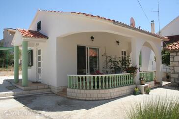 Brodarica, Šibenik, Property 4242 - Apartments near sea with rocky beach.