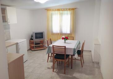 Rogoznica, Jídelna v ubytování typu apartment, s klimatizací a WiFi.
